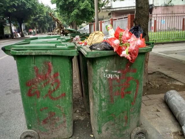 垃圾桶3张多角度照片